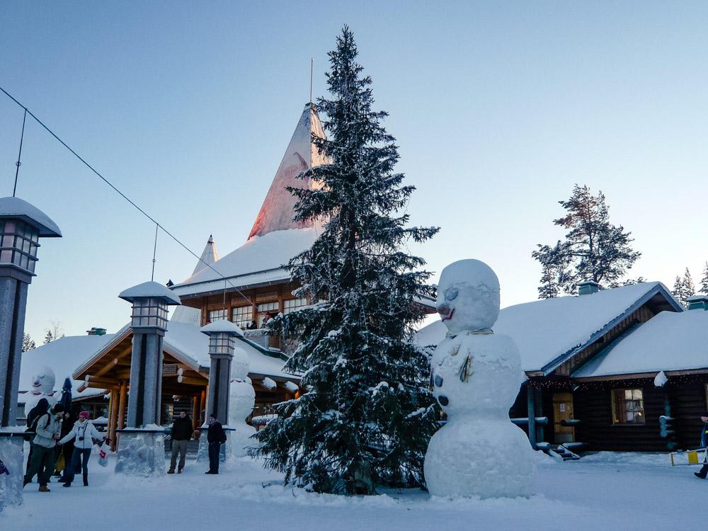 winter-city-breaks-santa-claus-village