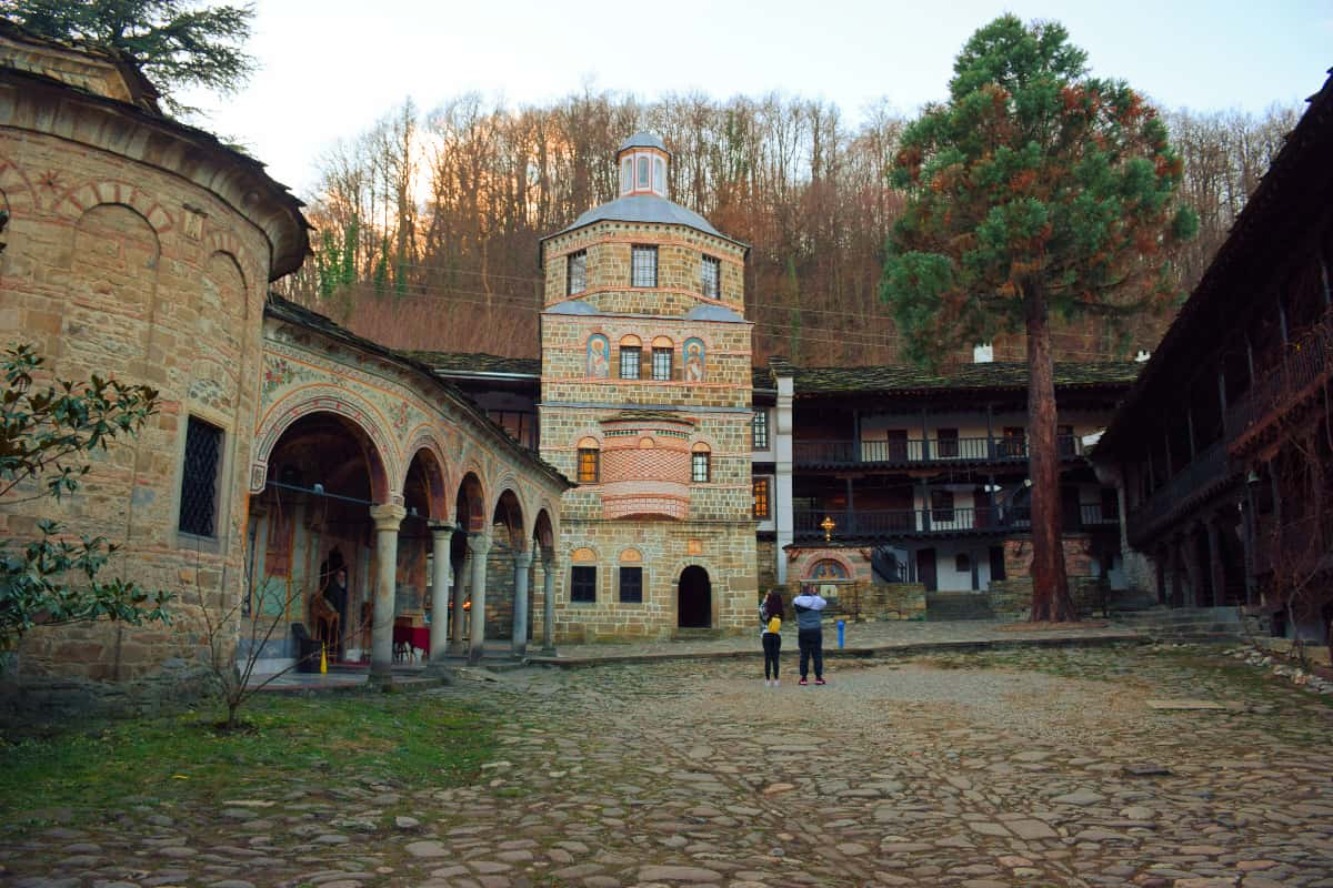 zabelezhitelnosti-v-apriltsi-troyanski-manastir